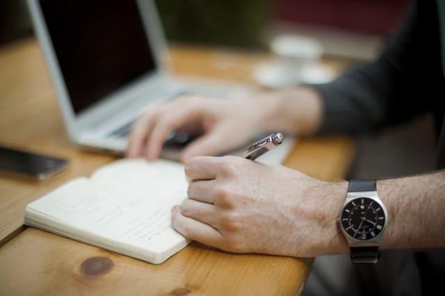 Persze neked könnyű, online szolgáltatást adsz el, oktatsz, blogolgatsz…