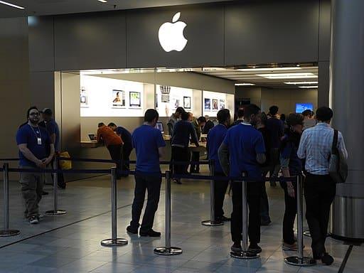 Tudtad, hogy minden 4. magyar profitál az Apple és a Coca-Cola részvényeinek árfolyam-növekedéséből, a cégek profitjából?